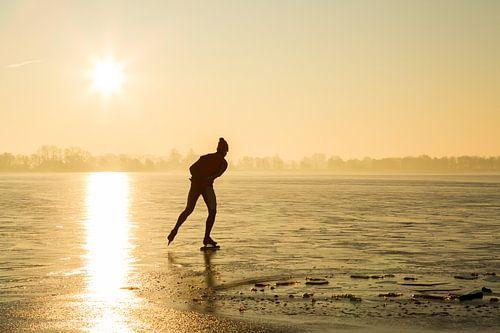 Schaatsen bij zonsopkomst von Jelte Bosma