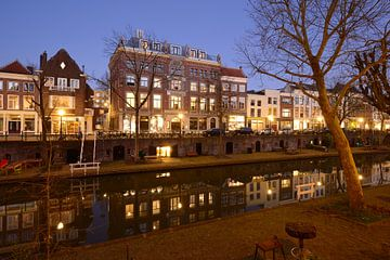 Oudegracht in Utrecht tussen Geertebrug en Vollersbrug sur Donker Utrecht