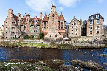 Historische gebouwen langs het riviertje Leith in Dean Village in Edinburgh van Peter de Kievith Fotografie