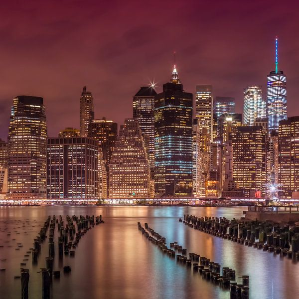 Manhattan Skyline bij zonsondergang  van Melanie Viola
