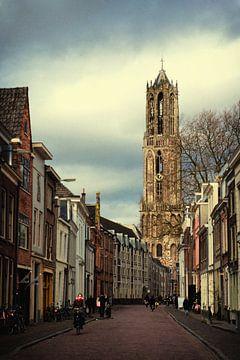 De Utrechtse Dom gezien vanuit de Lange Nieuwstraat van De Utrechtse Grachten