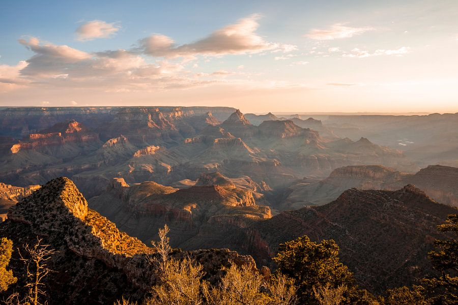 Zonsopkomst Grand Canyon - Zonneharpen en schaduwen van Remco Bosshard