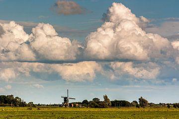 Wolkenlucht boven een Nederlands landschap van