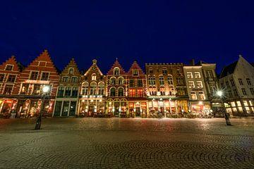 Bruges la place du marché de nuit sur Gea Gaetani d'Aragona