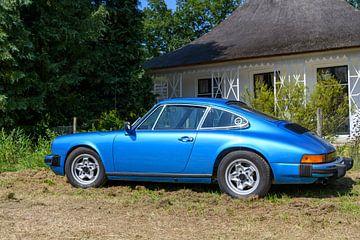 Porsche 911 S sportwagen in blauw van Sjoerd van der Wal