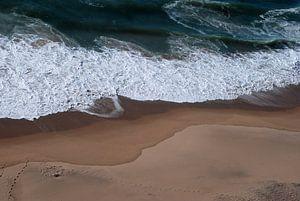 voetstappen op het strand van