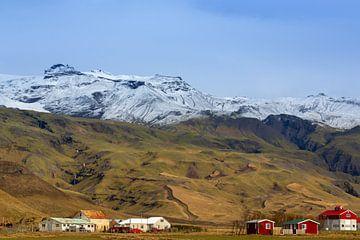 Gebirgslandschaft Island von Coen Feron