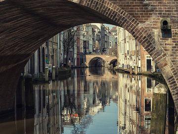 Blik onder de Gaardbrug richting de Maartensbrug  van De Utrechtse Grachten