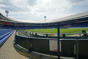 Feyenoord stadion de Kuip net naast het veld van ticus media