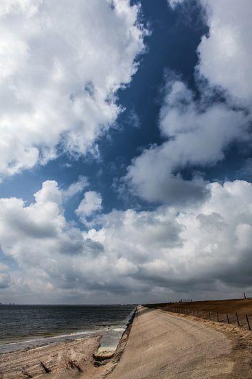 Wolken Boven de Dijk