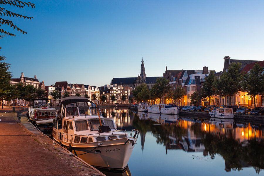 Haarlem langs het Spaarne van Bart Veeken