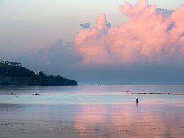 Een aangename paarse goedemorgen in Moalboal op Cebu Island van Rik Pijnenburg
