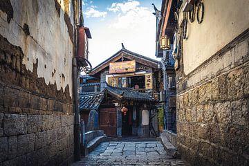 Verloren in der antiken Stadt Lijiang (China). von Claudio Duarte