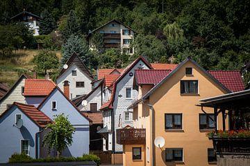 Häuser auf dem Berg in Thüringen von Suzanne Schoepe