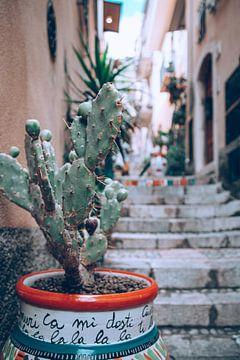 Straat met trap in Taormina op het eiland van  Sicilië, Italië van DeedyLicious
