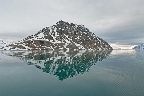 Konsfjorden  Spitsbergen van Peter Zwitser