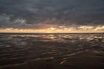 Zonsondergang aan zee I van Miranda Snoeijen