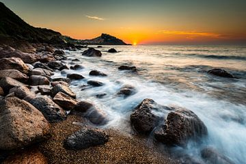 Stenen op het strand in Sardinië van Damien Franscoise