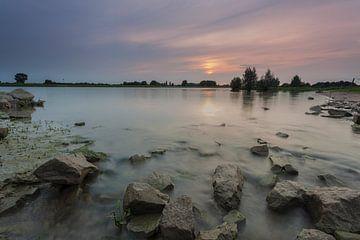Sonnenuntergang am Fluss IJssel in Windesheim Provinz Overijssel