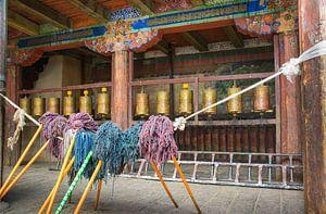 Bidt en werkt, binnenplaats van een  klooster in Tibet