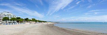 Beach of Grado van Leopold Brix