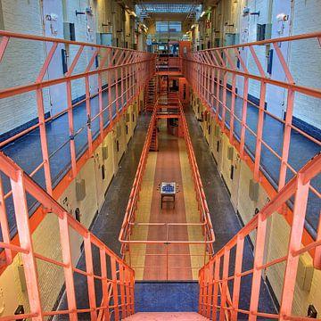 Gevangenis (More Past X) van Gerard Oonk