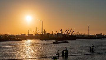 zonsondergang in de europoort rotterdam