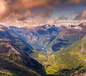 De Geiranger fjord in Noorwegen van