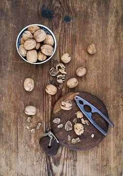 Walnoten met notenkraker 12294177 van BeeldigBeeld Food & Lifestyle
