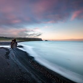 IJsland - zwarte lavastrand bij Vik van Sascha Kilmer