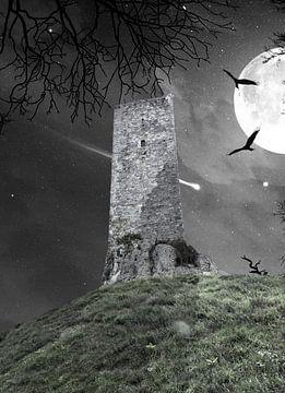 Spookachtige toren van Montcuq bij maanlicht van Gonnie van Hove