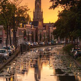 Nieuwe kerk Delft bij zonsondergang van Ilya Korzelius