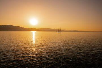 Zonsopgang aan de Ligurische kust van Leo Schindzielorz