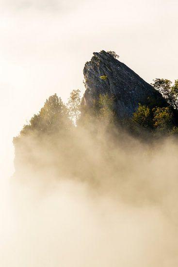 Bergtop in de mist