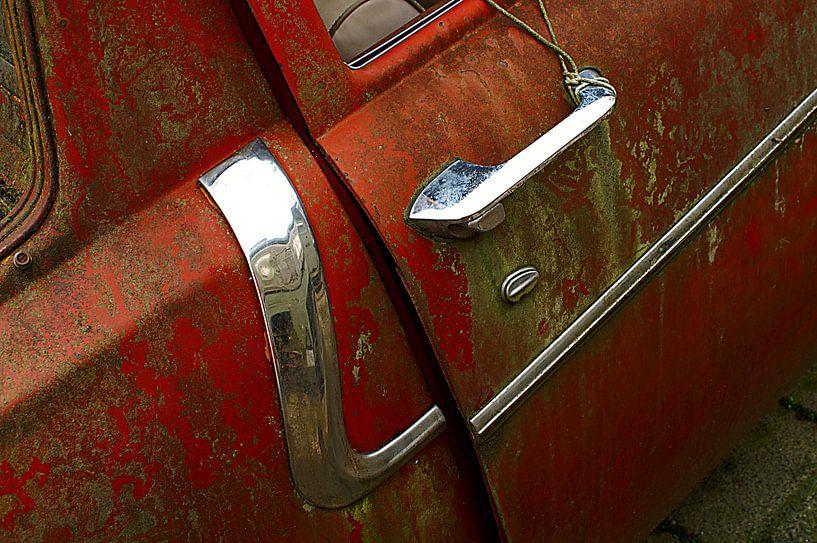 Detail of rusty old red car. von Alice Berkien-van Mil