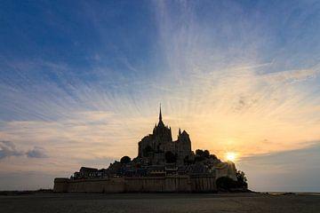 Silhouet Mont Saint-Michel zonsondergang van Dennis van de Water