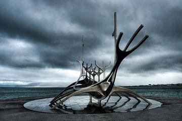 Solfar, une représentation stylistique d'un bateau viking en Islande sur Gerry van Roosmalen