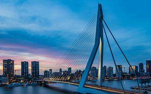 Skyline en Erasmusbrug in Rotterdam van
