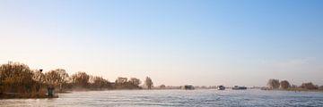 Vrachtschepen op de IJssel van Evert Jan Kip