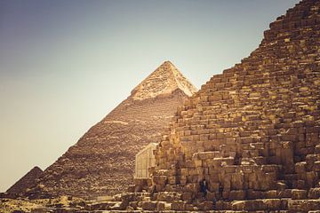 De Piramides in Gizeh 05 van FotoDennis.com