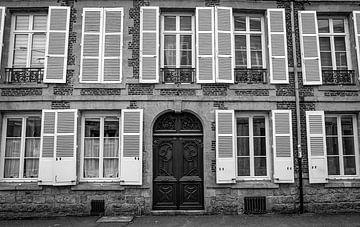 Frankrijk, gevel in zwart wit