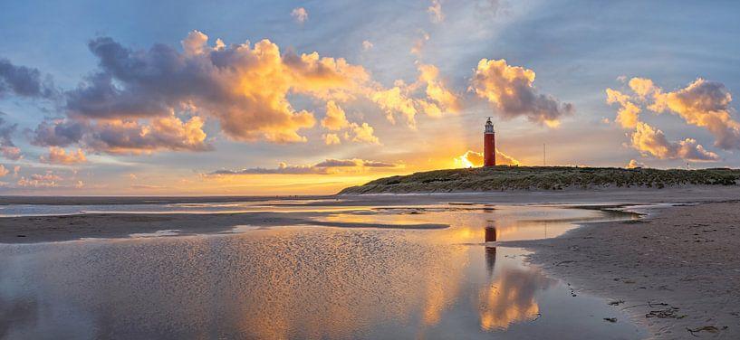 Sonnenaufgang am Texeler Leuchtturm. von Justin Sinner Pictures ( Fotograaf op Texel)