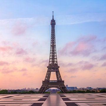 La Tour Eiffel au lever du soleil sur Melanie Viola