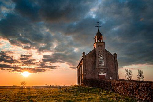 Kerkje van Homoet bij zonsondergang
