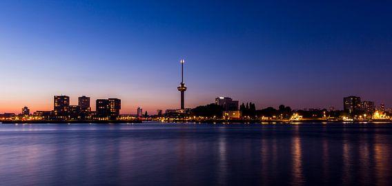 Skyline met Euromast (Rotterdam) van Marcel Krol