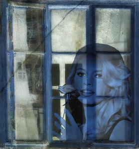 Achter de blauwe venster