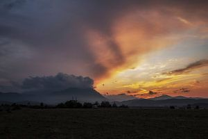 berglandschap tijdens zonsondergang van