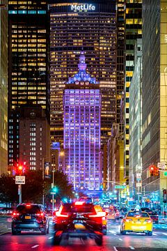 Park Avenue mit Helmsley Building bei Nacht, New York von Sascha Kilmer