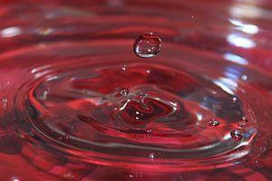 Kunst met water druppels Balk Friesland kleur rood
