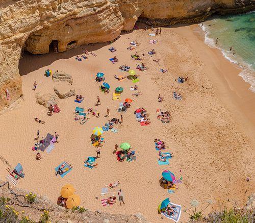 Praia do Carvalho, Benagil, Algarve, Portugal van